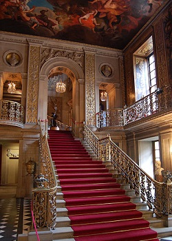 360px-Chatsworth_main_hallway.jpg